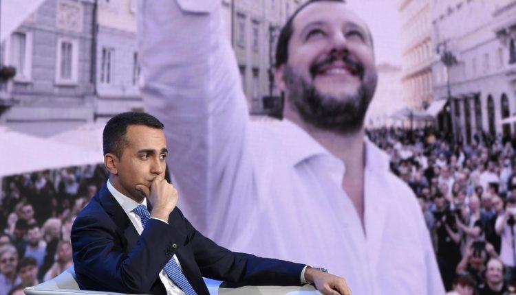 Luigi-Di-Maio-e-sullo-sfondo-Matteo-Salvini-750x430