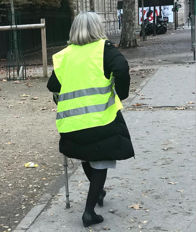 Una pericolosa gilet jaune va alo scontro con la Polizia